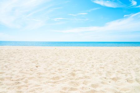 olas de mar: Mar y la playa de fondo vac�o con el espacio de la copia