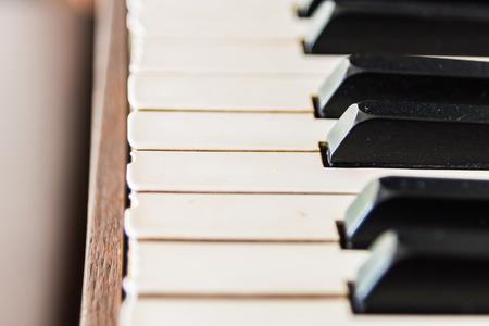 klavier: Selektive Schwerpunkt auf Weinlese-Klavier-Tasten - Vintage Filterwirkung