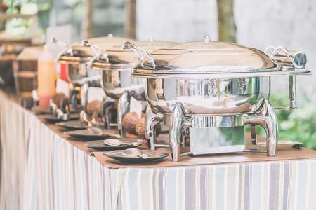 Selektive Schwerpunkt auf Catering Buffet Essen im Restaurant - Licht vintage Filterwirkung Lizenzfreie Bilder