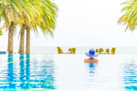 hotel resort: Woman wearing hat in the hotel pool resort