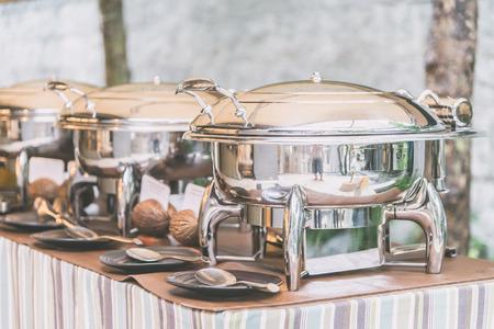 선택적 집중 포인트 캐터링 뷔페 식당에서 음식 - 라이트 빈티지 필터 효과 스톡 콘텐츠