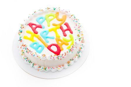 pastel de cumpleaños: Torta del feliz cumpleaños aislado en el fondo blanco Foto de archivo