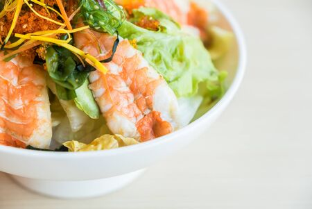 soft focus sur Salade de crevettes style japonais nourriture - HDR Fusion 3 Photos Traitement Banque d'images