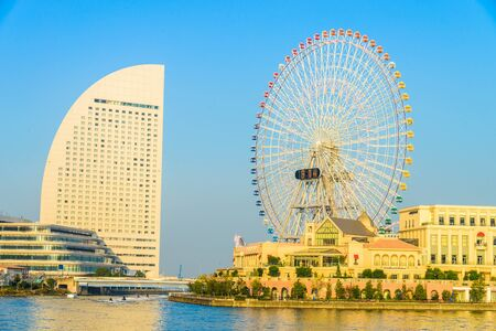 日本: Ferris wheel in the park at Yokohama , Japan 報道画像