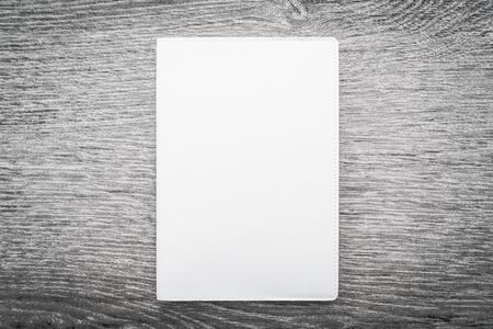 marca libros: Blank white mock up book on wooden background - filter effect processing