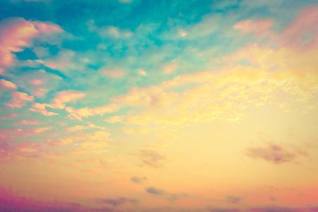Belle nuage vintage sur fond de ciel - Filtre Vintage