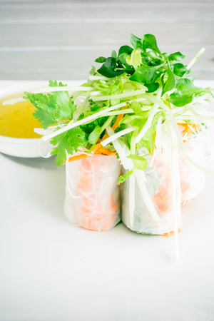 Vietnamese spring roll with sweet sauce - Healthy food style Standard-Bild