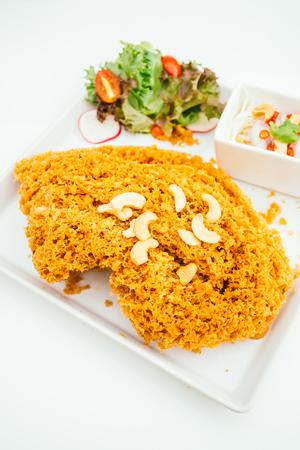 Crispy catfish salad with spicy sauce - Thai food style Lizenzfreie Bilder
