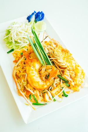 Pad thai noodles with prawn or shrimp in white plate Lizenzfreie Bilder