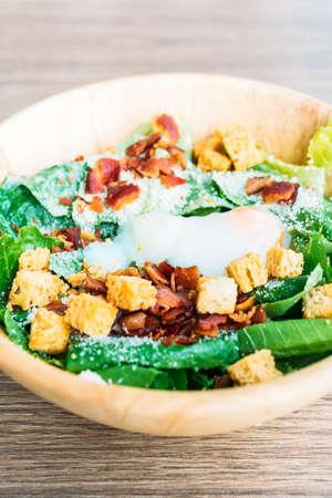 Caesar vegetable salad in wooden bowl - Healthy food style Standard-Bild