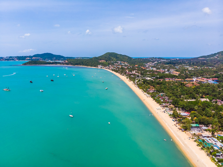 Aerial view of beautiful tropical beach and sea with trees on island for travel and vacation 版權商用圖片