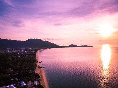 Aerial view of beautiful tropical beach and sea with palm and other tree in koh samui island Thailand at sunrise time for vacation and travel Imagens - 115503781