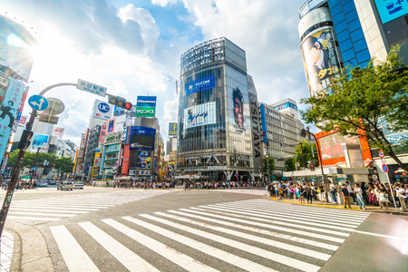 Tokyo, Japan Jul 29, 2018 : Shibuya intersection or crossing is the popular and landmark place in tokyo for shopping eating and have a lot of pedestrain in here Redactioneel