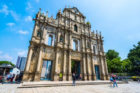 China, Macau - 6. September 2018 - Schönes altes Architekturgebäude mit Ruine des st pual kirchlichen Wahrzeichens der Stadt Macau mit Hintergrund des blauen Himmels Editorial
