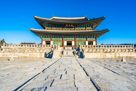 Beautiful architecture building Gyeongbokgung palace in Seoul South Korea Banco de Imagens
