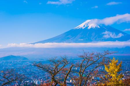 Beautiful landscape of mountain fuji around maple leaf tree with white cloud and blue sky in autumn season at Yamanashi Japan Standard-Bild - 115270528