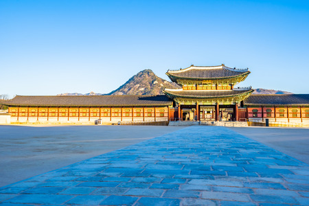 Beautiful architecture building Gyeongbokgung palace in Seoul South Korea Foto de archivo - 114944351