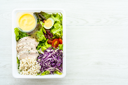 Grilled chicken meat breast with fresh vegetable salad - Healthy food style Imagens - 115468554