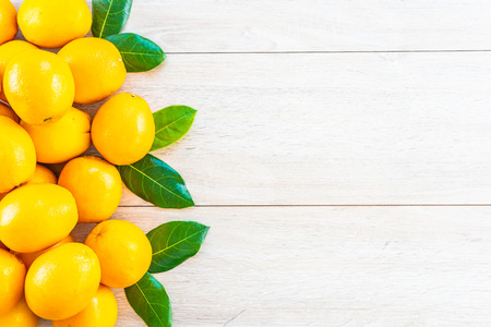 Fresh oranges fruit on wood table - Healthy food concept Imagens - 115468460