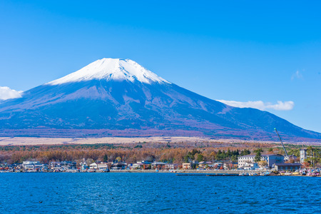 Beautiful landscape of mountain fuji around yamanakako lake Japan Foto de archivo - 114962816