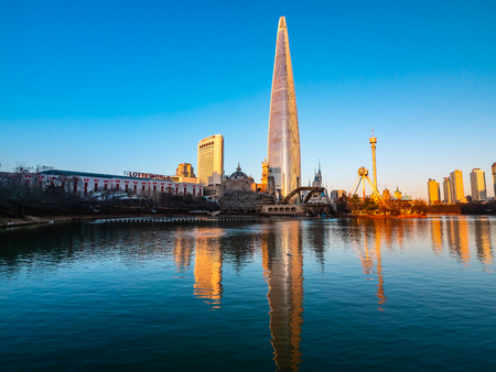 Seoul, South Korea : 8 December 2018 Beautiful architecture building Lotte tower is the one of landmark in Seoul City 스톡 콘텐츠 - 114944691