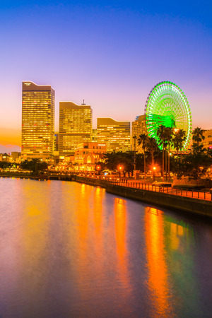 Beautiful architecture building of yokohama city skyline at twilight in Japan Foto de archivo - 114944522