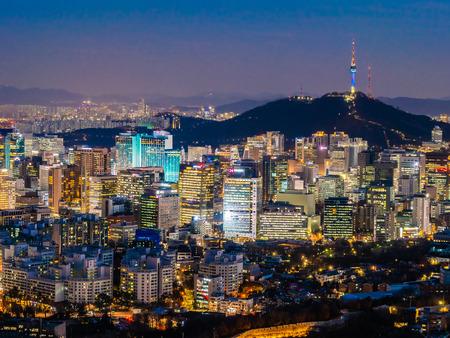 Schöne Architektur, die Stadtbild mit Turm in der Stadt Seoul Südkorea baut
