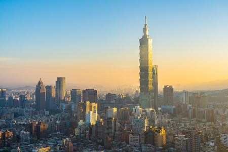 Beautiful architecture building taipei city skyline at sunset in Taiwan 免版税图像
