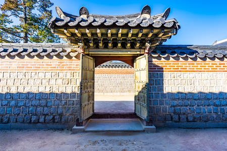 Beautiful architecture building Gyeongbokgung palace in Seoul South Korea Imagens - 119267074