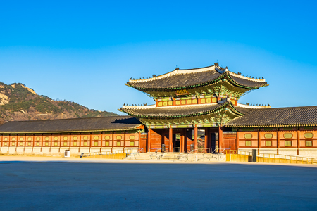 Beautiful architecture building Gyeongbokgung palace in Seoul South Korea Imagens - 120165623