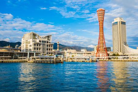 Bellissimo paesaggio urbano con edificio architettonico e skyline della città della torre di Kobe Japan