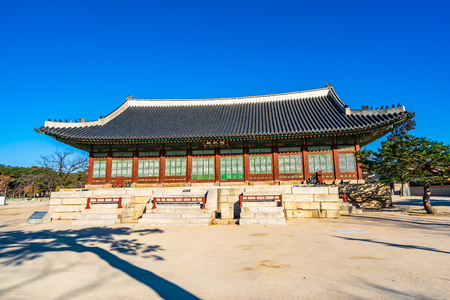 Beautiful architecture building Gyeongbokgung palace in Seoul South Korea Imagens - 120304849
