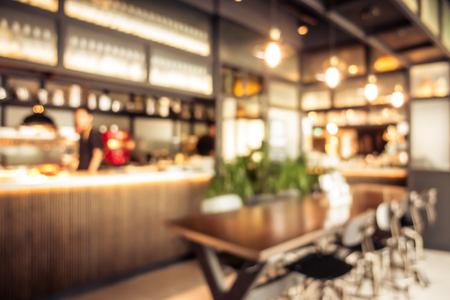 Abstrakte Unschärfe-Café-Café-Interieur für den Hintergrund Standard-Bild