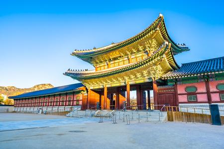Piękna architektura budynku pałacu Gyeongbokgung w Seulu w Korei Południowej Publikacyjne
