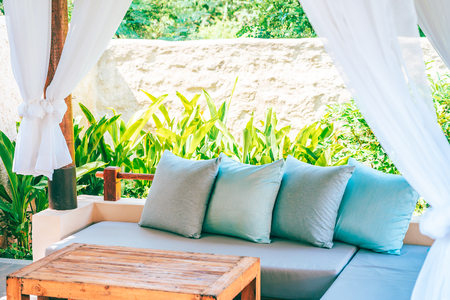 Pillow on sofa chair decoration outdoor patio with garden view for relax and leisure Banque d'images