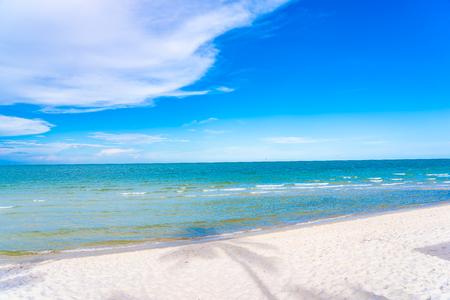 Schöne Naturlandschaft im Freien mit tropischem Strandmeer und Ozean in Hua Hin