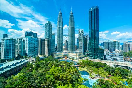 Hermoso edificio de arquitectura exterior en la ciudad de Kuala Lumpur en Malasia para viajar