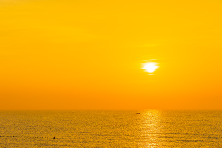 Beautiful landscape of sea ocean for leisure travel and vacation at sunrise or sunset time 版權商用圖片
