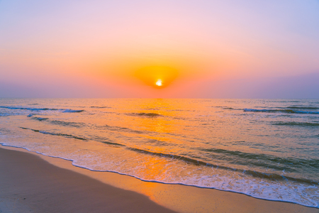 Beautiful landscape outdoor sea ocean and beach at sunrise or sunset time for leisure travel and vacation 版權商用圖片