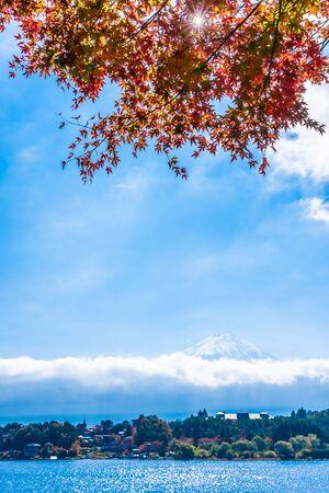 Beautiful landscape of mountain fuji with maple leaf tree around lake in autumn season 版權商用圖片