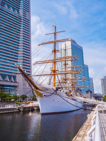 YOKOHAMA JAPAN - JULY 25 2018 : Beautiful Nippon-maru A sailing boat with blue sky in Yokohama city Japan Редакционное