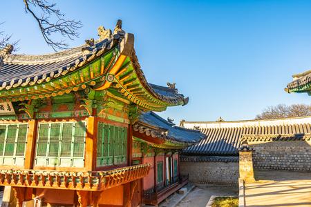 Beautiful architecture building Changdeokgung palace  landmark in Seoul city South Korea Banco de Imagens - 124999293