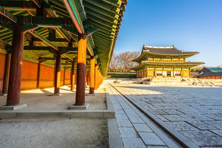 Beautiful architecture building Changdeokgung palace  landmark in Seoul city South Korea Banco de Imagens - 124999308
