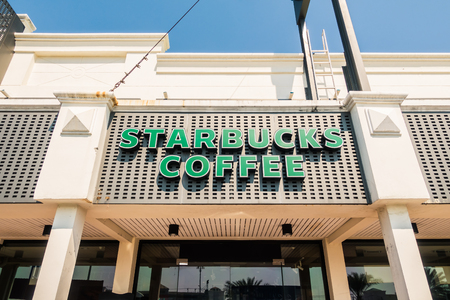 PATTAYA , THAILAND Jan 18 2018 Starbucks sign and store around motorway express. Starbuck chain of coffee shops, founded in Seattle Banco de Imagens - 124999399