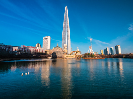 Seoul, South Korea : 8 December 2018 Beautiful architecture building Lotte tower is the one of landmark in Seoul City Редакционное