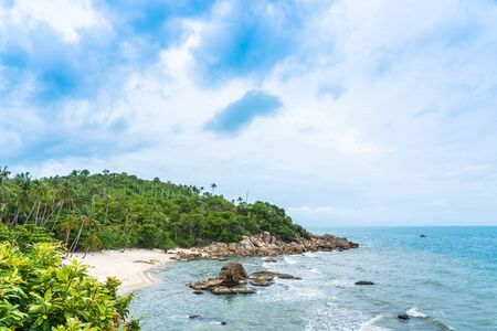 Beautiful outdoor tropical beach sea around samui island with coconut palm tree and other for holiday vacation travel Zdjęcie Seryjne