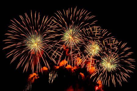 Fondo colorido de la exhibición de fuegos artificiales en la noche para la celebración del aniversario Foto de archivo