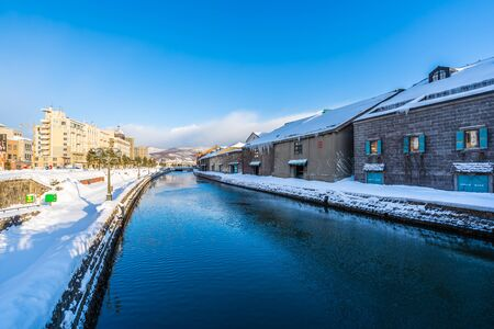 Beautiful landscape and cityscape of Otaru canal river in winter and snow season at Hokkaido Japan Banque d'images
