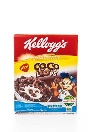 BANGKOK, THAILAND - MAY 27, 2016 :  Cereal box brand kelloggs isolated on white background Редакционное