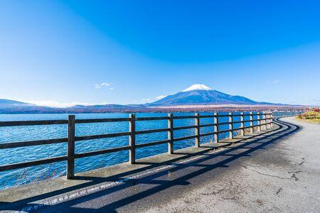 Hermoso paisaje de la montaña fuji alrededor del lago yamanakako Japón Foto de archivo